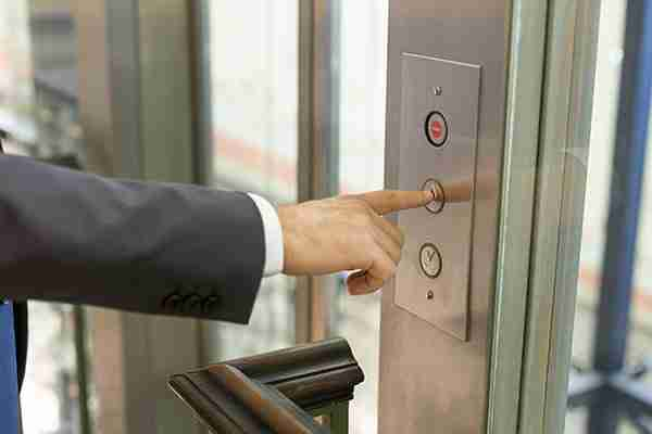 elevator-accident-nyc-man-pressing-elevator-button